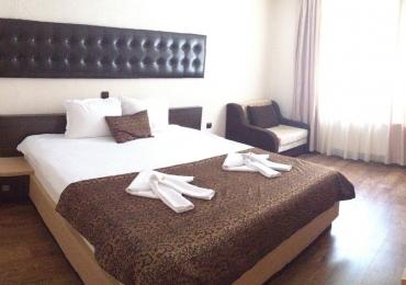 Хотелска част към комплекс Камелот 5